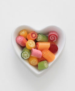 Bonbons Sansibar-Mix von Sweet Poppet in Herzschale