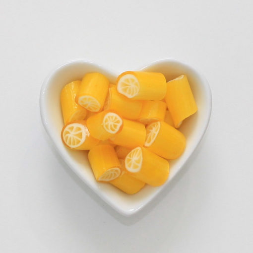 Zuckerfreie Zitronenbonbons von Sweet Poppet in Herzschale