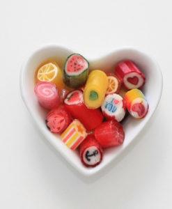 Bonbon-Mischung von Sweet Poppet in Herzschale