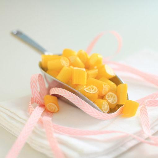 Sweet Poppet Bonbon-Schaufel mit Zitronen-Bonbons