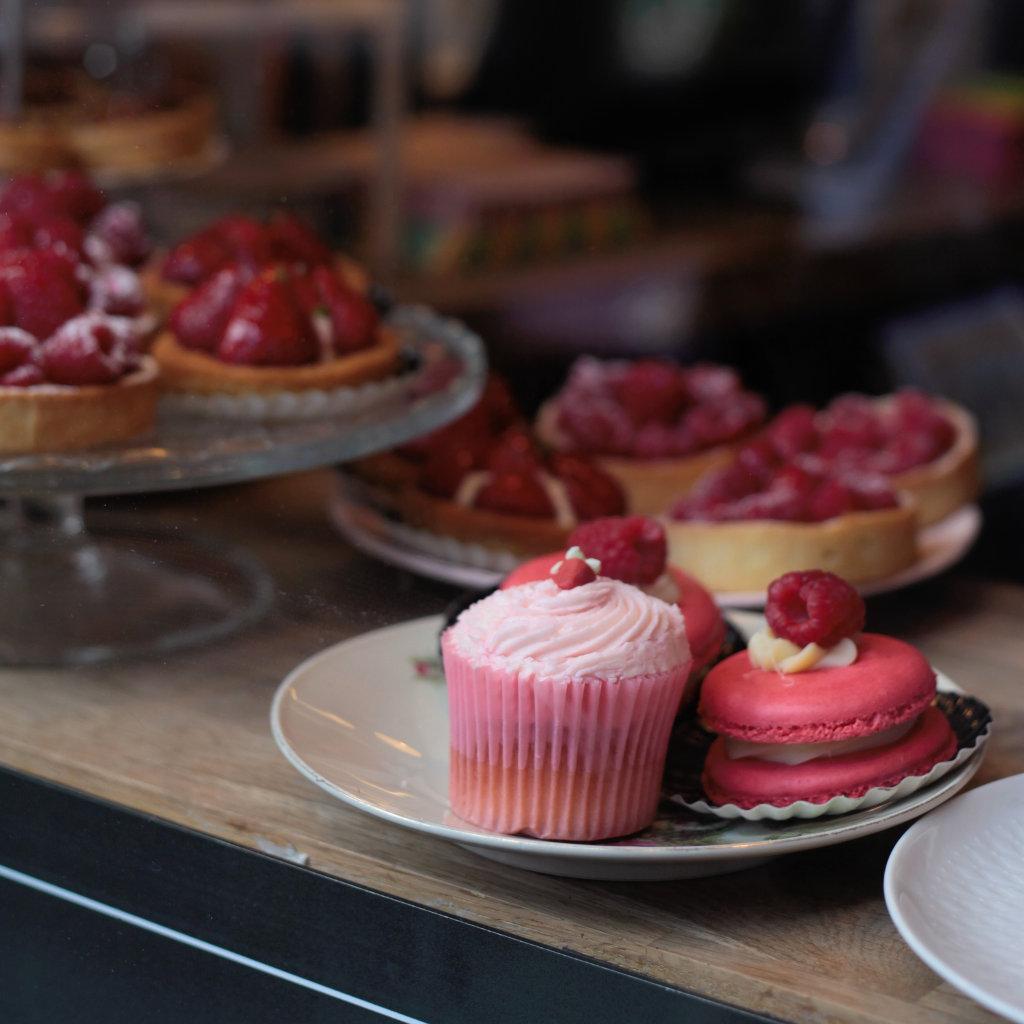 Pink Cupcakes im Schaufenster in London