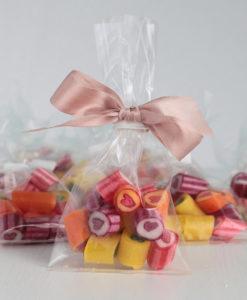 Herzchen-Bonbons als Gastgeschenk