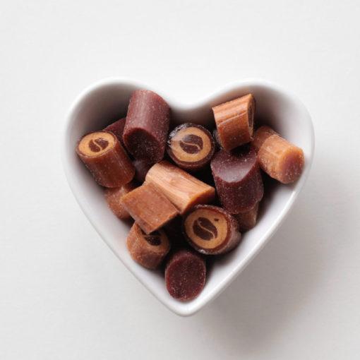 sahne-bonbons-in-herzschale