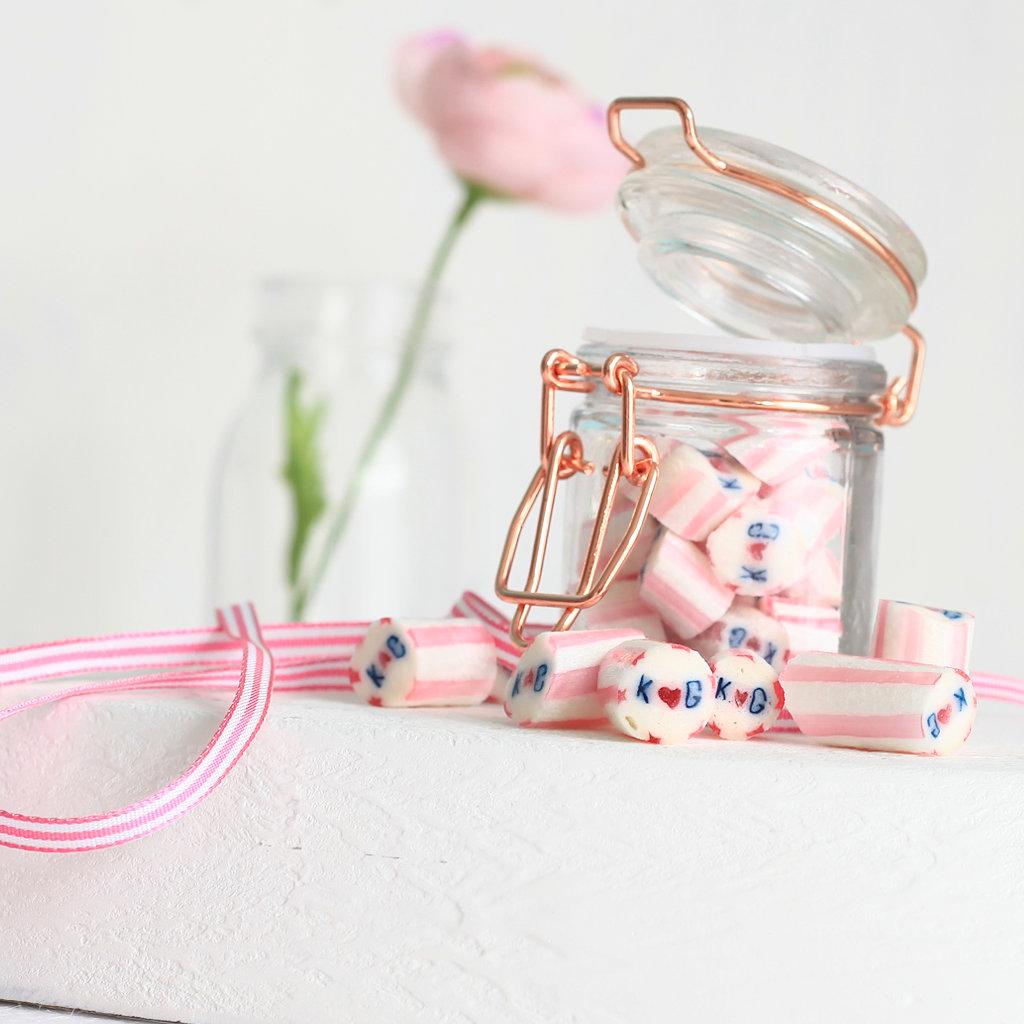 Individuelle Bonbons als Hochzeits-Gastgeschenk im Glas