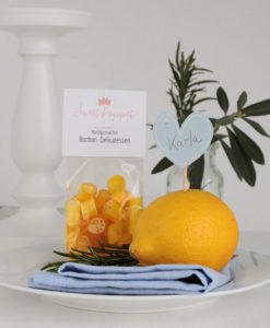 Tischdeko Zitrone und Bonbons als Geschenk